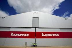 Qantas engineers fail to strike on time, confusion reigns