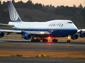United Airlines seals deal with mechanics