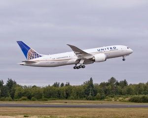 United takes delivery of first Dreamliner