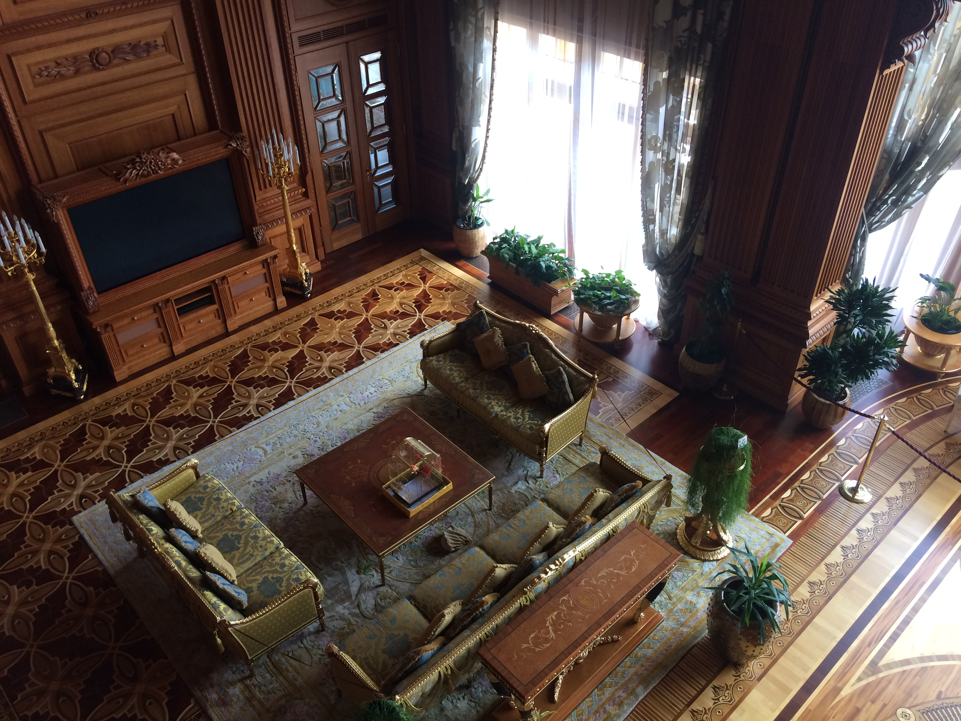 Focus: Breaking Travel News investigates: Inside the palace of Viktor Yanukovych, Ukraine